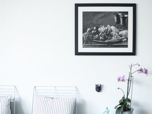 Black-Apples-print-photography-wall-art-galliani-collection-home-decor